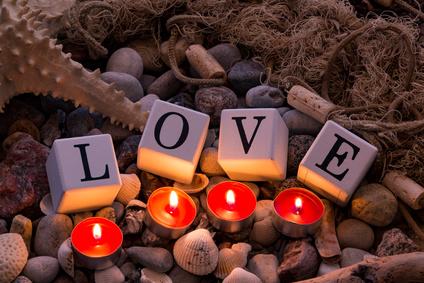 Spécial St-Valentin : comment utiliser une bougie de massage ?
